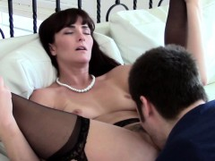 Mature realtor pussylicked...