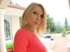 Stunning Karina Grand gets...