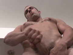 Ripped hunk solo rubboff...